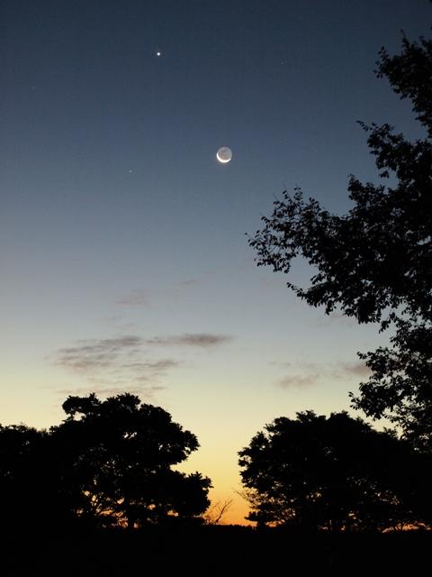 朝焼けの月と金星090917.JPG