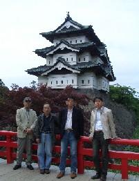 弘前城で.jpg